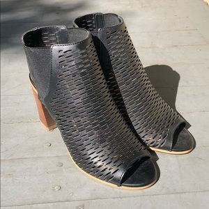 Steve Madden Open-toed anklet bootie